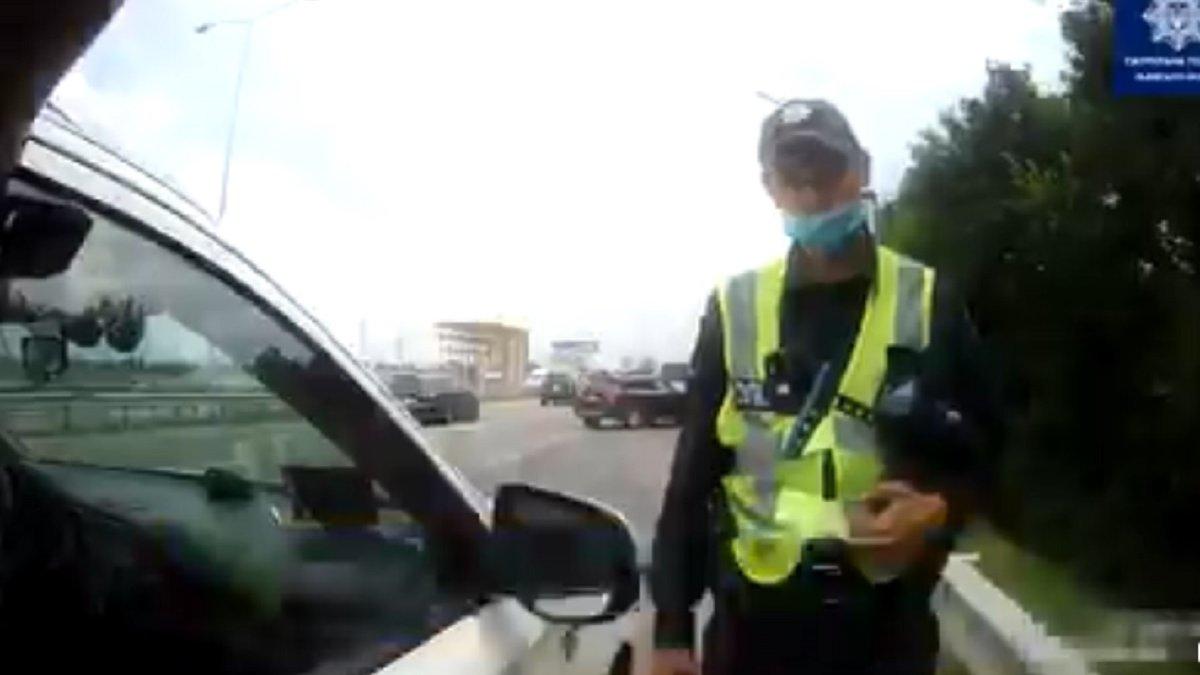 У Солонці 26-річний водій намагався відкупитись від поліції за 200 ...