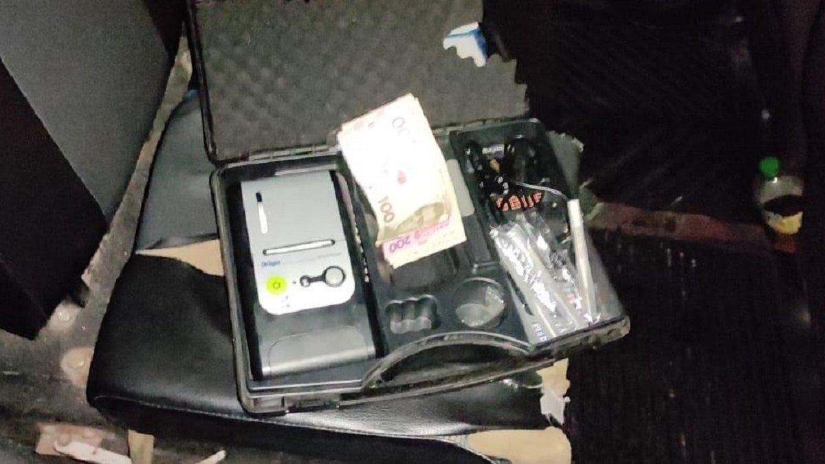 У Кам'янці-Бузькій п'яний водій намагався відкупитися від поліції -  ZAXID.NET