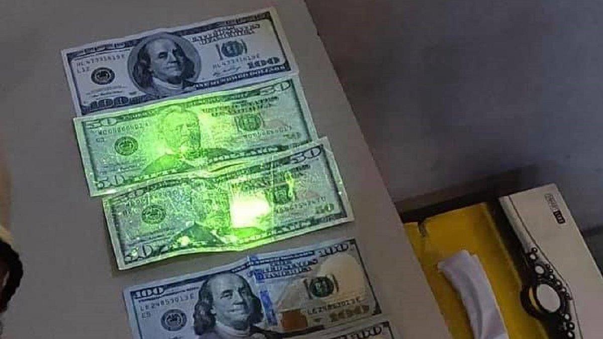Старшого інспектора митного поста «Ягодин» затримали на хабарі 150 доларів  - ZAXID.NET