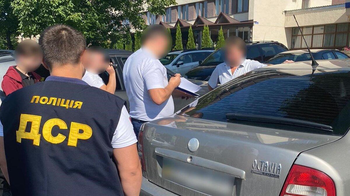 Посадовця сільської ради з Буковини затримали на хабарі у $3000 - ZAXID.NET