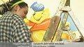 Студентка безкоштовно розфарбовує садочок