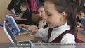 Шкільну науку другокласники у 77-й середній школі вивчають з комп'ютерами.