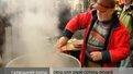 Поляк та українець нагодували 2 сотні львів'ян борщем