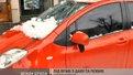 У центрі міста брила льоду розбила автомобіль