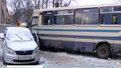 На Пасічній потрійна ДТП: автобус занесло на зустрічну смугу