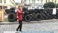 Під стінами прокуратури Львівщини спорудили стіну із шин