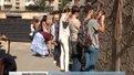 Львівські волонтери плетуть маскувальні сітки для військових