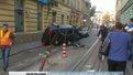 У центрі Львова нетверезий водій на Audi в'їхав у світлофор і перевернувся
