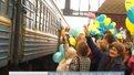 Сотні львів'ян на вокзалі зустрічали прикордонників, які повернулись із зони АТО