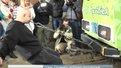 Львів'янин зубами протягнув 56-тонний вагон майже на 18 метрів