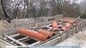 На старому кладовищі Винників попри заборону продовжують будувати гробівці