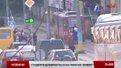 Львівські «зайці» їздять на дахах та буферах трамваїв