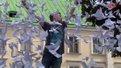 Львівський сквер прикрасили паперовими голубами миру
