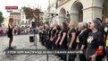 Рок-хор із Лондона, що встановив три рекорди Гіннеса, заспівав біля львівської Ратуші