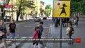Біля львівських шкіл безпеку пильнуватимуть «дівчатка з льодяниками»