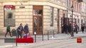 Власник приміщень на площі Ринок намагається незаконно захопити дворик і підвали мешканців
