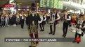У львівському аеропорту влаштували традиційний флешмоб до Дня міста