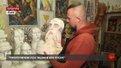 Львівський скульптор Антон Лубій створив півметрові історичні шахи, де Україна грає проти Росії