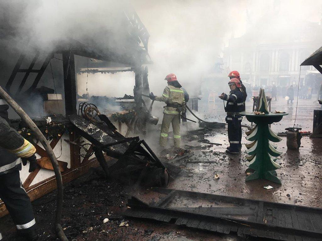 Комісія не виявила газових балонів у дерев'яних будиночках різдвяного ярмарку у Львові, - міськрада - Цензор.НЕТ 6976