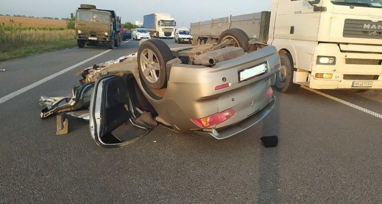 1488223 1930389 - Нардеп від партії Порошенка потрапив в аварію (фото)