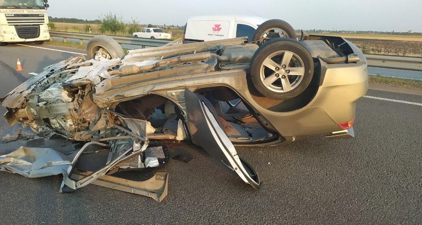 1488223 1930391 - Нардеп від партії Порошенка потрапив в аварію (фото)