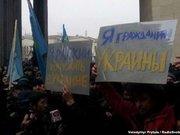 Біля ВР Криму мітингують прихильники і противники сепаратизму