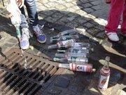У Львові вилили в каналізацію російську горілку (відео)
