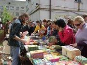 У Львові продають книги з валіз, щоб допомогти дітям-аутистам (фото)