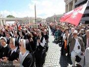 Польські паломники у Ватикані моляться за Україну