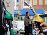 Після зниження курсу долара бензин подешевшає, - експерт