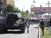 У Луганську проросійські активісти викрали радянський танк