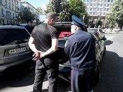 У Києві самооборона зловила провокатора з повним багажником зброї