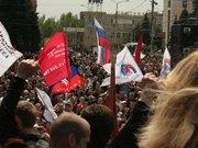 Донецьк під російськими триколорами мітингує за розкол України