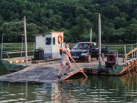 Через підйом води на Дністрі припинили роботу пороми