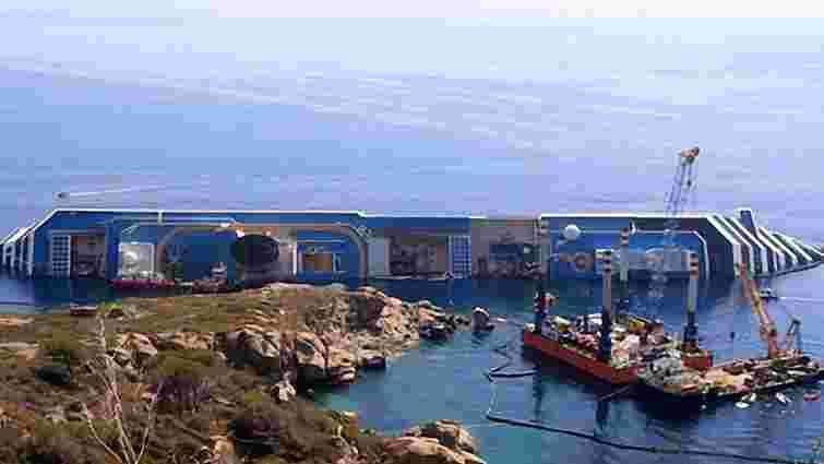 Лайнер Costa Concordia починають знімати з мілини