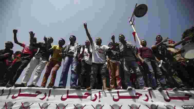 Противники Мурсі провели всю ніч на вулицях Каїра