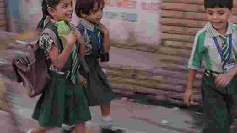 В Індії померли 22 дитини, отруївшись обідом у школі