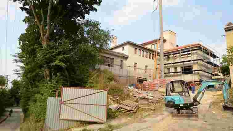 Мер Львова з дружиною запросили оглянути придбаний будинок
