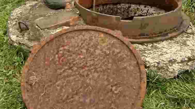 У Львові дитина провалилась у каналізаційний люк