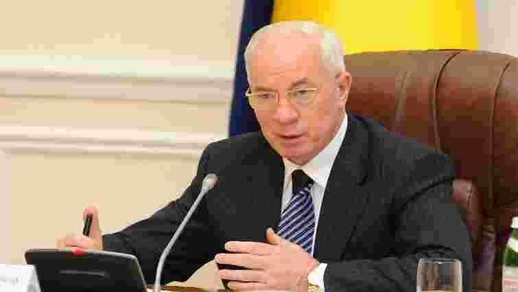Азаров знову погрожує пересадити всіх за блокування адмінбудівель