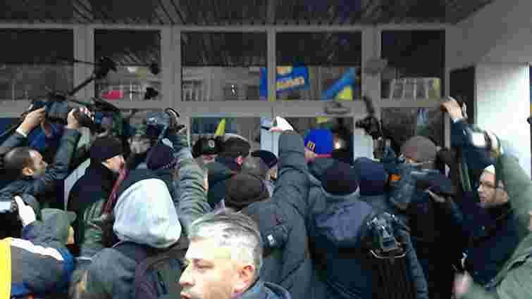 Блокада Кабміну та АП у Києві триває