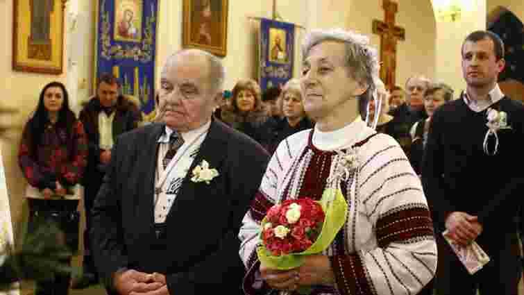 У Львові одружилась сімдесятилітня пара