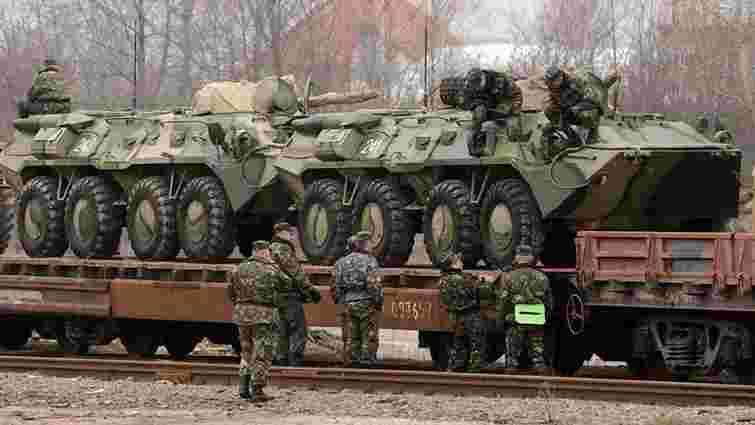 Зі Львова військову техніку відправляють залізничними ешелонами