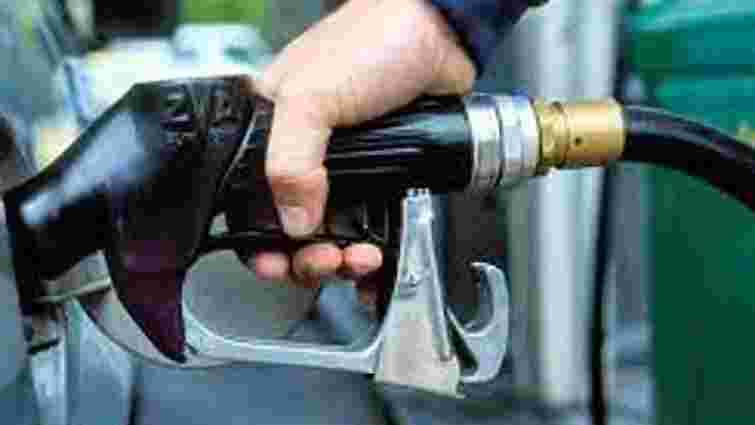 Бензин щотижня буде дорожчати на 40-50 копійок, – експерт