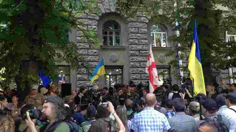 Під адміністрацією президента відбувся мітинг проти продовження перемир'я на Донбасі