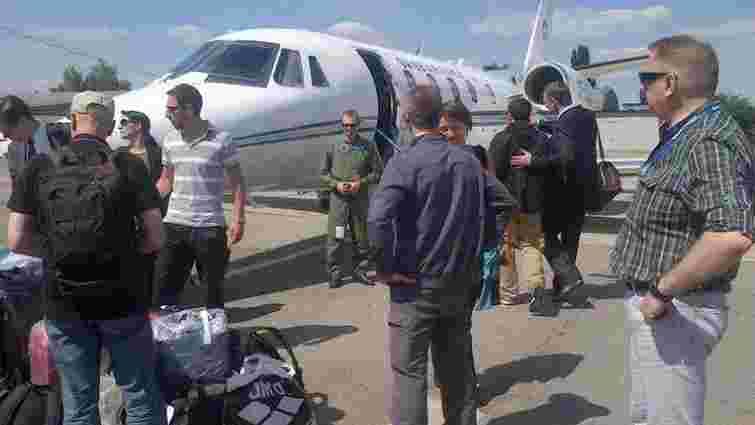 Друга група звільнених спостерігачів ОБСЄ прибула до Відня