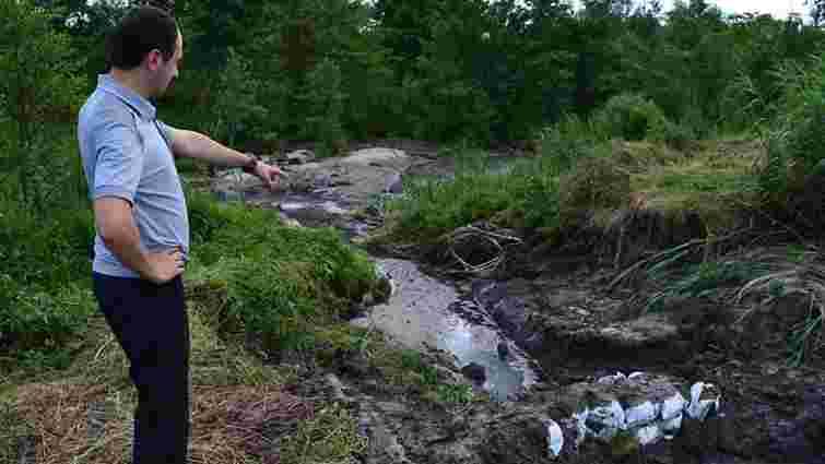 Через пошкодження дамби на спиртзаводі у Раві-Руській у річку потрапили нечистоти