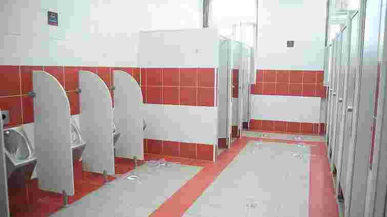 Шендерович прокоментував своє фото у вокзальному туалеті