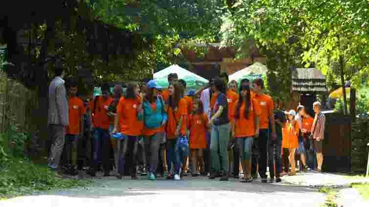 Дітям-переселенцям з Луганщини провели екскурсію в «Шевченківському гаю» у Львові