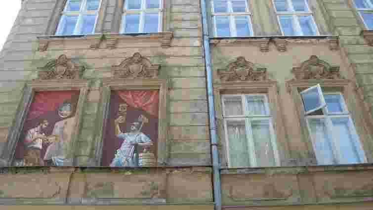 У «сліпих» вікнах Львова з'явилися портрети ремісників